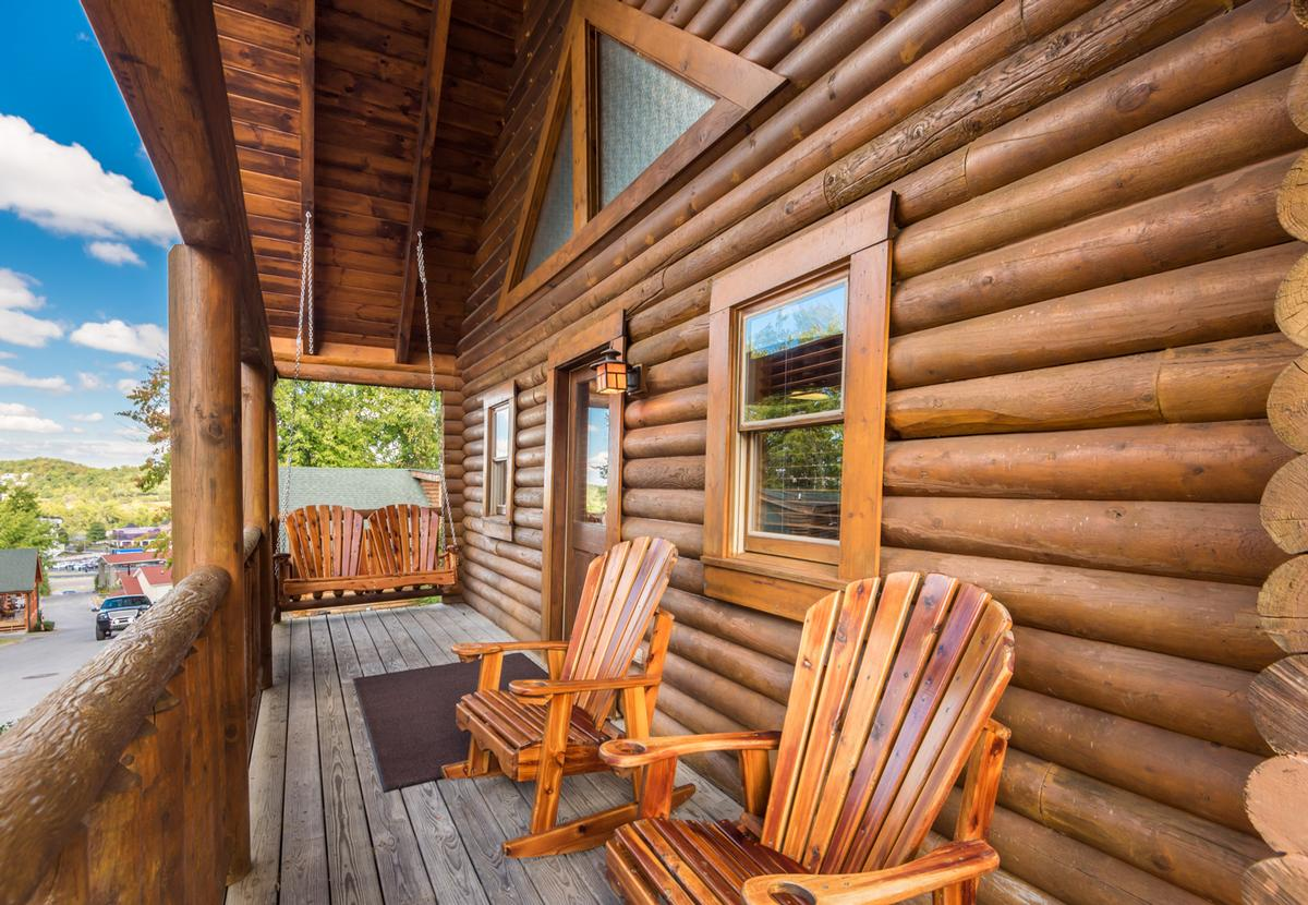 Cheap deals on vacation homes rentals cabins condos for Moose creek cabins pigeon forge tn